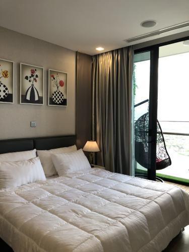 Căn hộ vinhomes Golden River , Quận 1 Căn hộ Vinhomes Golden River tầng 26 đầy đủ nội thất, view thoáng mát.