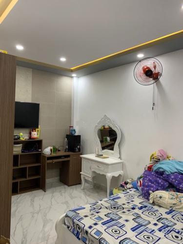 Phòng ngủ Nhà phố hướng Đông Nam, hẻm khu dân cư yên tĩnh.
