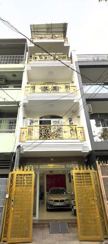 Nhà phố Quận Phú Nhuận hướng Đông thoáng mát, nội thất cơ bản.