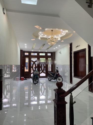 Phòng khách nhà phố Quận Tân Phú Nhà phố mặt tiền đường Phạm Văn Xảo hướng Đông Nam, sổ hồng riêng.