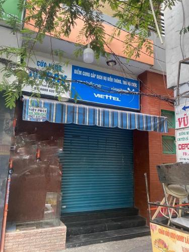 Nhà phố mặt tiền đường Bà Huyện Thanh Quan, kết cấu 1 trệt 1 lửng và 2 lầu.