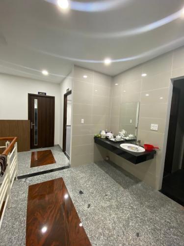 Văn phòng Quận Thủ Đức Văn phòng mặt tiền đường ngay KDC Him Lam, kết cấu 1 trệt và tầng 1.