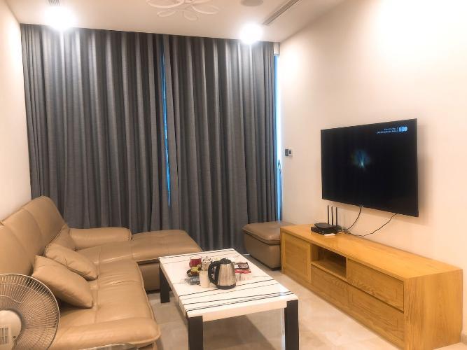 Phòng khách nhà phố Vinhomes Golden River  Căn hộ Vinhomes Golden River tầng trung view đẹp, đầy đủ nội thất.