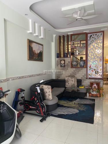 Phòng khách nhà phố Huỳnh Tấn Phát, Nhà Bè Nhà phố hẻm xe hơi vào tận cửa, diện tích 120m2.