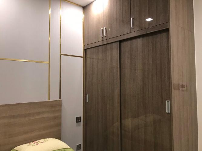 phòng ngủ Căn hộ Vinhomes Golden River tầng cao, view tòa Landmark 81.