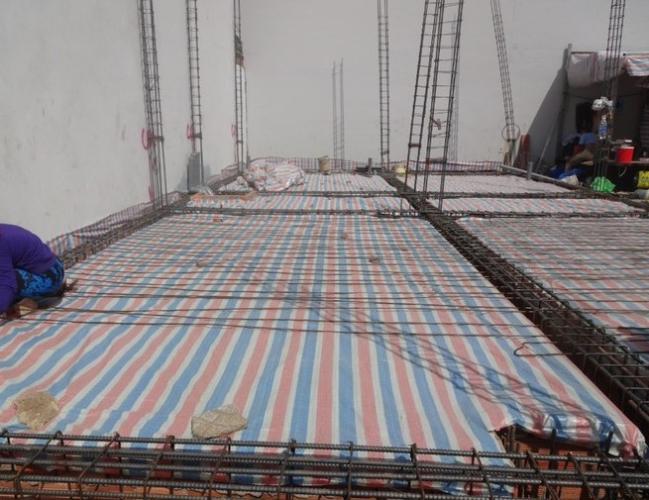 Đất nền diện tích 129m2, được xây dựng 1 trệt 2 lầu và sân thượng.