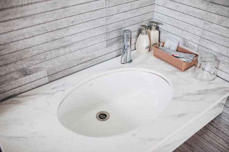 Phòng tắm căn hộ dịch vụ Quận 10 Cho thuê căn hộ dịch vụ đường Ba tháng Hai, Quận 10, cách Nhà hát Hòa Bình 200m