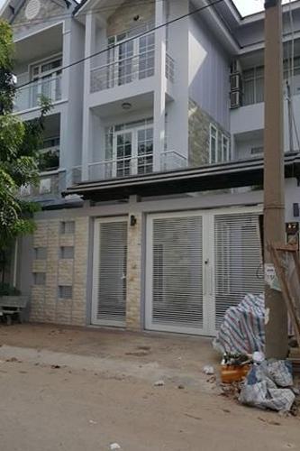 Biệt thự khu dân cư Nam Hòa đầy đủ nội thất, hướng Nam.