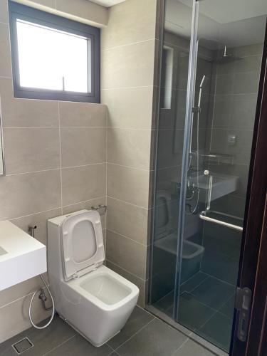 Phòng tắm One Verandah Quận 2 Căn hộ One Verahdah view thành phố, nội thất tiện nghi.