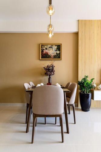 nội thất bàn ăn căn hộ The sun Căn hộ The Sun Avenue đầy đủ nội thất, view Landmark 81.