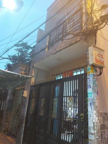 Nhà phố hướng Đông diện tích đất 3mx8m, sổ hồng riêng pháp lý.