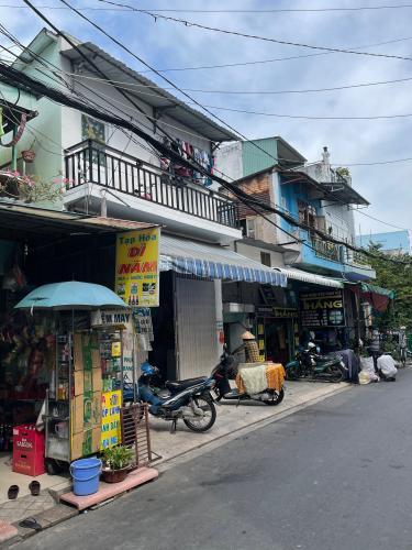 Mặt tiền nhà phố Nhà phố Bình Tân diện tích sử dụng 156m2, 1 trệt 1 lầu.