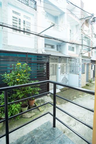 View nhà Hoàng Hoa Thám, Bình Thạnh Nhà phố Hoàng Hoa Thám 80.5m2, sân thượng thoáng mát.