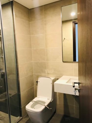 Nhà vệ sinh căn hộ ONE VERANDAH Bán căn hộ One Verandah 2 phòng ngủ, diện tích 80m2, view sông thoáng mát