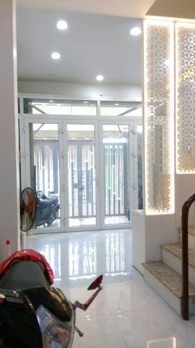 Phòng khách nhà phố Quận 6 Nhà phố Quận 6 hướng Nam diện tích sử dụng 111.8m2, nội thất cơ bản.