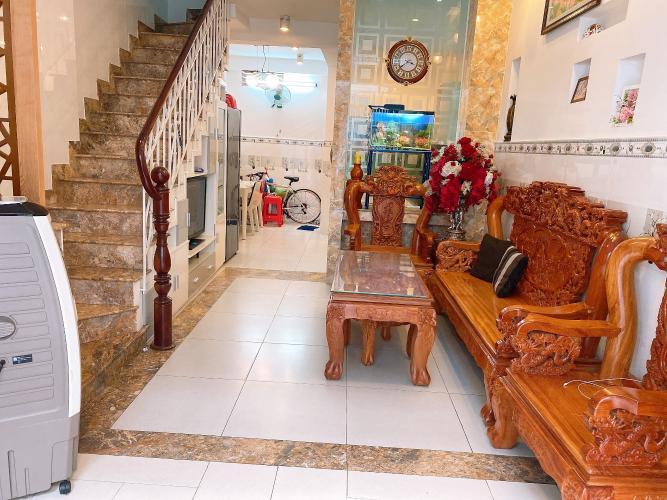 Phòng khách nhà phố Quận Tân Phú Nhà phố hướng Bắc diện tích sử dụng 148.5m2, đầy đủ nội thất.