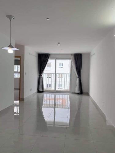 Căn hộ Tara Residence tầng 13 thoáng mát, nội thất cơ bản.