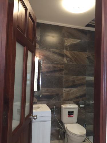 Nhà vệ sinh nhà phố quận 7 Nhà phố mặt tiền tại KDC Cityland Riverside, diện tích sử dụng 1000m2.