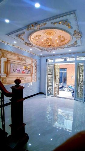 Phòng khách nhà phố  Nhà phố diện tích sử dụng 151.5m2 đủ tiện nghi, cửa hướng Tây.