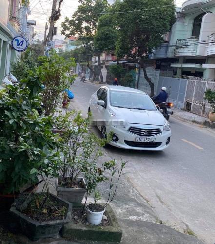 Đường hẻm nhà phố Huyện Bình Chánh  Nhà phố khu dân cư Bình Hưng, thuận tiện mở văn phòng