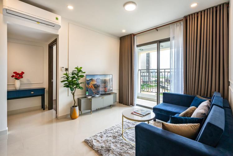 Phòng khách căn hộ Saigon Royal Căn hộ Saigon Royal tầng trung, view nhìn ra hướng tòa nhà Bitexco