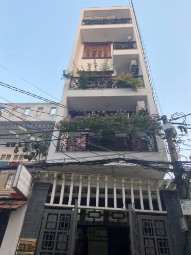 Nhà phố hẻm xe hơi đường Phan Huy Ích, kết cấu đúc 1 trệt 4 tầng kiên cố.