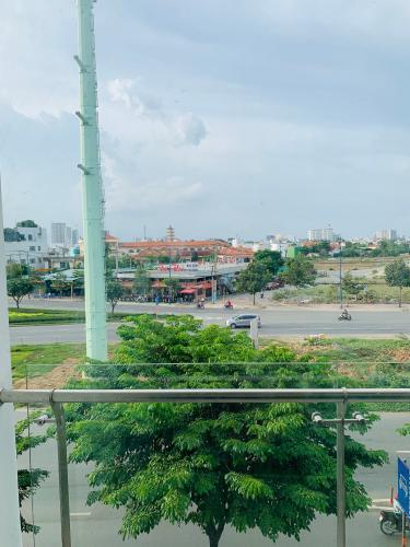 View ban công nhà phố quận 2 Cho thuê nhà nguyên căn MT Đồng Văn Cống, Quận 2, 4 lầu 1 lửng, giao thông thuận tiện