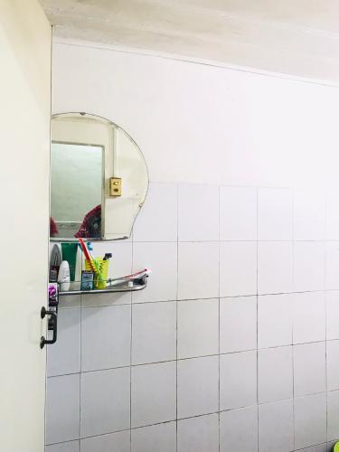 Nhà tắm nhà phố Quận 1  Nhà phố đường hẻm  Trần Quang Khải, sổ hồng đầy đủ, diện tích đất 28.6m2.