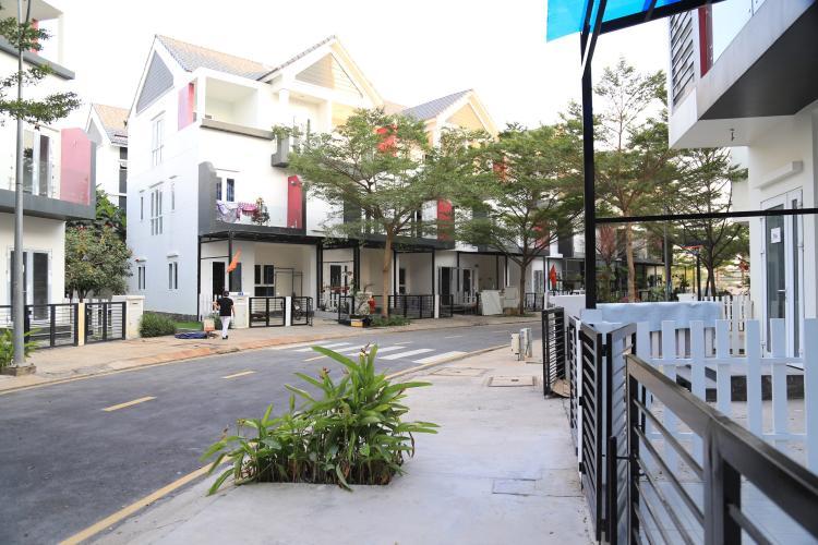Khu phố nhà phố Nguyễn Duy Trinh, Quận 9 Nhà phố hướng Đông, diện tích 203m2, khu dân cư Valencia.