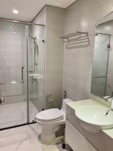 Phòng tắm căn hộ Vinhomes Central Park , Quận Bình Thạnh  Căn hộ Office-tel Vinhomes Central Park tầng 4, đầy đủ nội thất.