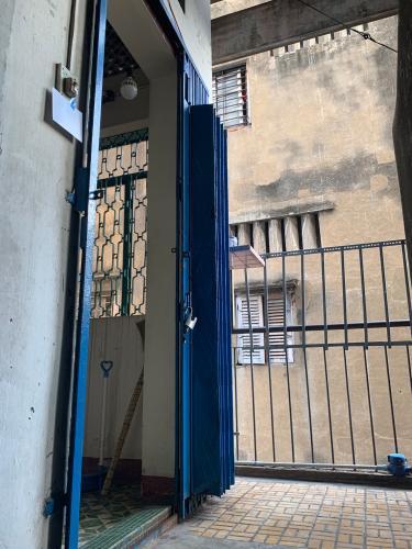 Bán căn hộ chung cư đường Phùng Hưng, diện tích 62.24m2, ban công hướng Bắc, sổ đỏ đầy đủ.