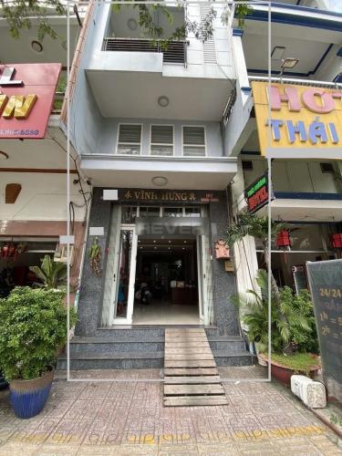 Nhà phố Quận 11 mặt tiền đường Hồng Bàng, hướng Nam thoáng mát.