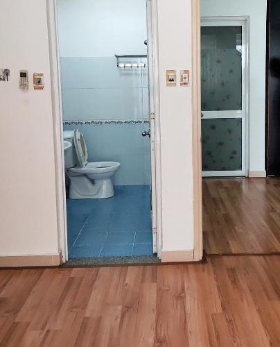 Phòng tắm căn hộ chung cư Đông Hưng Căn hộ chung cư Đông Hưng tầng trung, cửa hướng Đông Bắc.