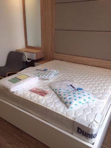 Phòng ngủ căn hộ Vinhomes Central Park, Quận Bình Thạnh Căn hộ tầng 24 Vinhomes Central Park bàn giao đầy đủ nội thất.