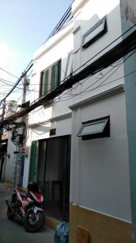 Nhà phố Quận Bình Thạnh hướng Tây, kết cấu 1 trệt 1 lầu.