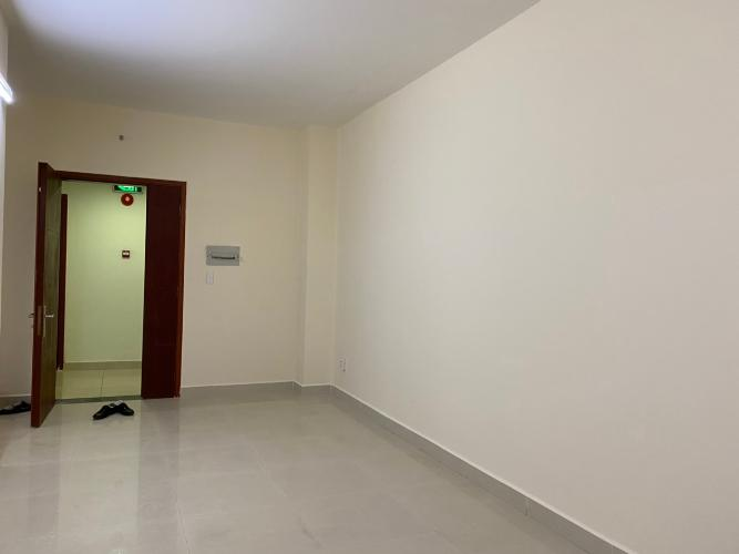 Bên trong căn hộ Topaz City Căn hộ tầng trung Topaz City hướng Tây Nam, nội thất cơ bản.