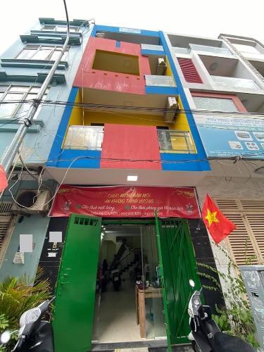 Nhà phố hướng Tây, gần khu ăn uống Phan Xích Long sầm uất.
