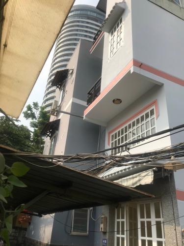 Nhà phố 1 trệt 2 lầu hẻm khu dân cư khép kín, an ninh.