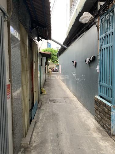 Đường hẻm nhà phố Dương Bá Trạc, Quận 8 Nhà phố hướng Đông, cách hẻm xe hơi 20m thông chợ Rạch Ông.