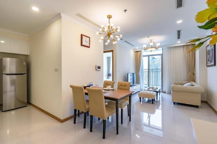 Phòng bếp căn hộ Vinhomes Central Park Căn hộ Vinhomes Central Park hướng Đông Nam, đầy đủ tiện nghi.