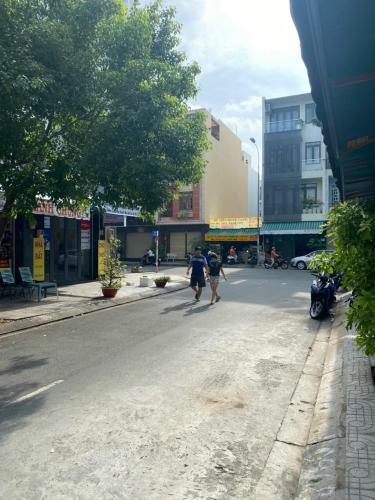 Đường nhà phố Quận 7 Nhà phố hướng Nam diện tích 72m2, khu dân cư sầm uất tiện kinh doanh.