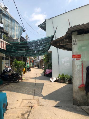 Đường hẻm nhà phố Quận Bình Tân Nhà phố hẻm rộng 4m hướng Nam thoáng mát, nội thất cơ bản.