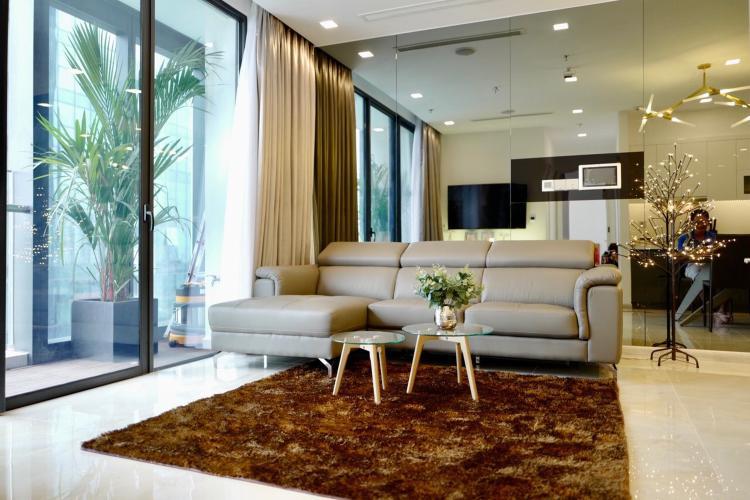 Căn hộ Vinhomes Golden River đầy đủ nội thất, view thành phố.