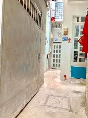 Bán nhà hẻm đường Trần Văn Đang, Q.3 sổ hồng pháp lý đầy đủ, gần trung tâm thành phố.