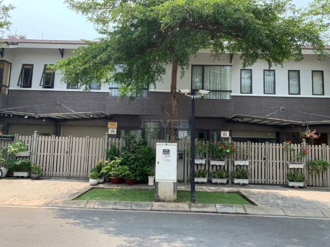 Mặt tiền nhà phố Nguyễn Văn Linh, Bình Chánh Nhà phố hướng Bắc, ngay mặt tiền đường rộng xe hơi lưu thông.