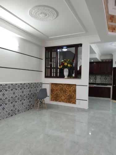 phòng khách nhà phố Bình Thạnh Bán nhà hẻm Nguyễn Cửu Vân, kèm nội thất đầy đủ, sổ hồng chính chủ.