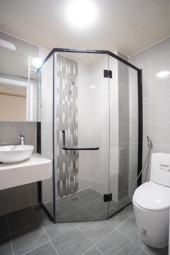 Nhà vệ sinh Saigon South Residence  Căn hộ Saigon South Residence tầng cao, đầy đủ nội thất.