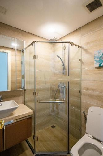 Phòng tắm căn hộ Vinhomes Golden River Căn hộ Vinhomes Golden River view thành phố, nội thất đầy đủ.