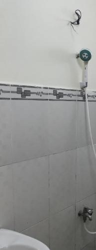 Phòng tắm nhà phố Bình Tân Nhà phố mặt tiền Đường số 4 diện tích 60m2, sổ hồng pháp lý rõ ràng.