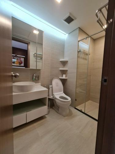 Phòng tắm căn hộ Vinhomes Central Park Căn hộ Vinhomes Central Park tầng cao view nội khu thoáng mát.